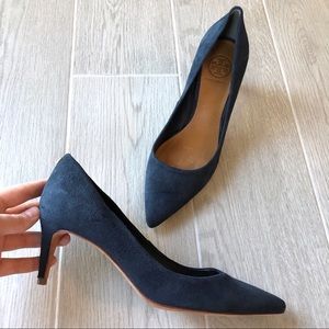 Tory Burch suede Ivy pumps in navy blue
